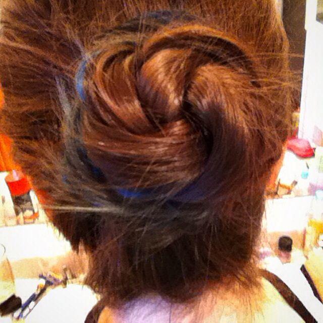 @Twirlsandcurlshd          Simple twisted bun