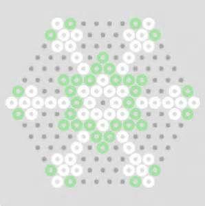 Patroon sneeuwvlok van strijkkralen   Kandi/Perlers   Pinterest