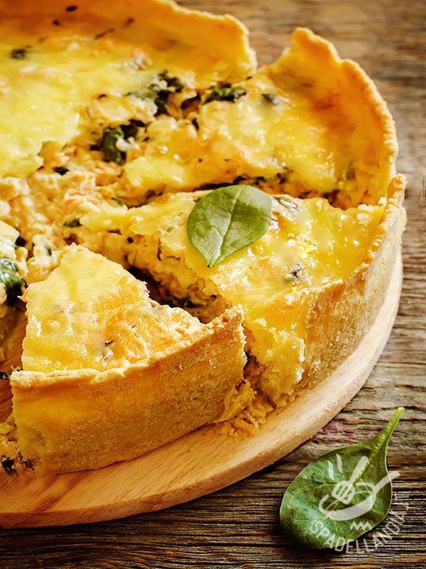 Quiche di pollo e spinaci: una pietanza che può fare da piatto unico, accompagnata da un salutare e leggero contorno di verdure o insalata.