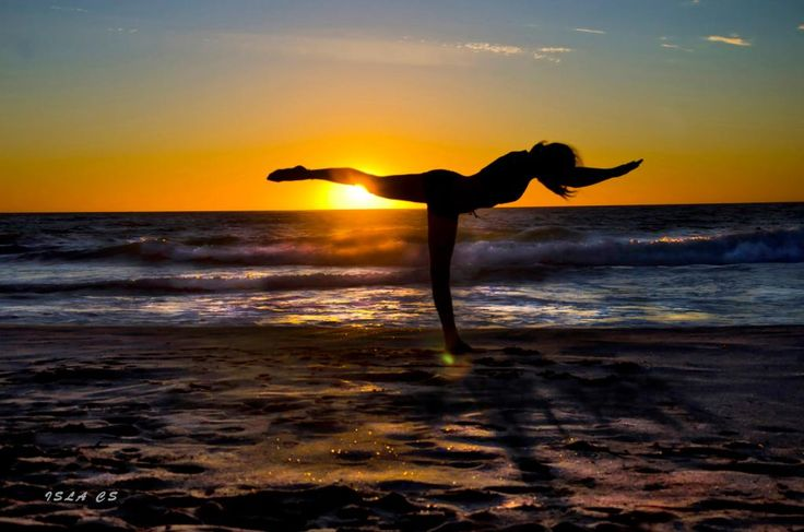 #SunsetandYoga @jr_the_ferret @TheWAWG @ExperiencePerth @M_Schultz_10  Sunset over beach Sunday evening - tho windy.