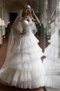 Semplice velo a cascata per il vestito ad ampie balze con bustier a cuore di Atelier Aimee collezione Diva