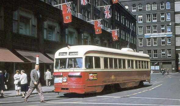 Stunning colour photos of Toronto in the 1950s
