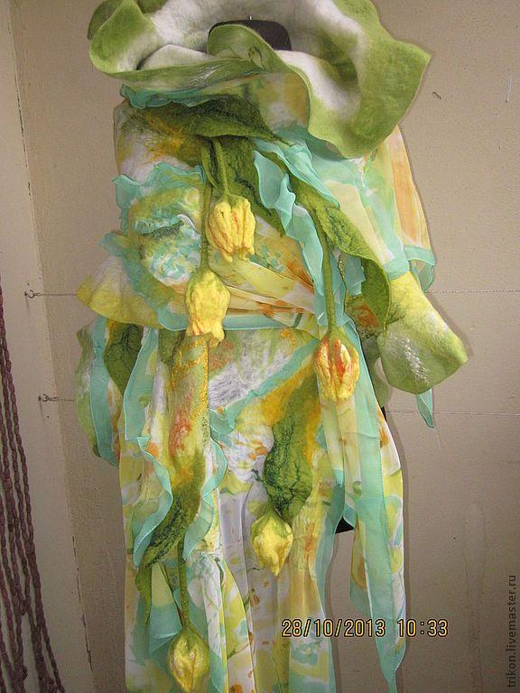 """Купить Палантин """"Дыхание Весны"""" - салатовый, цветочный, тюльпаны, желтые тюльпаны, цветы"""