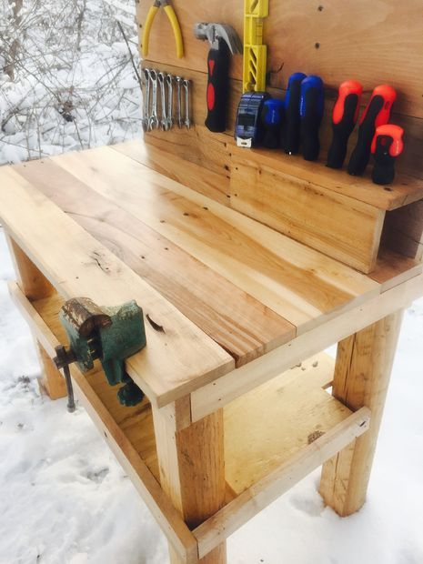 Kids Pallet Workbench  |  Complete with instructions, a perfect Christmas gift!