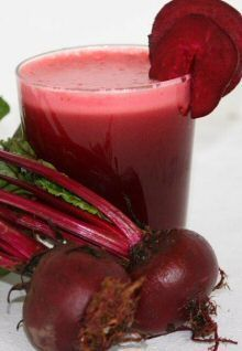The impressive health benefits of beet juice, plus Quick Energy Boosting Beetroot Juice recipe. Enjoy! #juicing #recipe #health