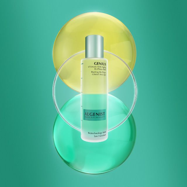 GENIUS Ultimate Anti-Aging Bi-Phase Peel is a night time beauty essential which helps treat the complexion for a glowing tomorrow!