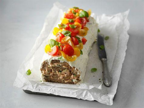 Arkisen voileipäkakun saat kääräisemällä sen kääretortun tapaan rullalle. Anna kääretortun vetäytyä jääkaapissa ennen tarjoilua. Voileipäkääretortun voi myös pakastaa ennen kuorruttamista.