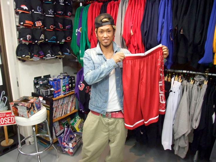 【新宿2号店】 2012年10月20日  Rシンガー ダンサーの栗島 奨貴様にご来店頂きました    ダンスの練習用ウェアとしてAND1のバスパンをご購入頂きました。    次はダンス仲間の皆さんと来て下さいね