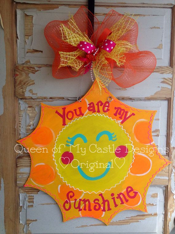 He encontrado este interesante anuncio de Etsy en https://www.etsy.com/mx/listing/184227840/you-are-my-sunshine-door-hanger