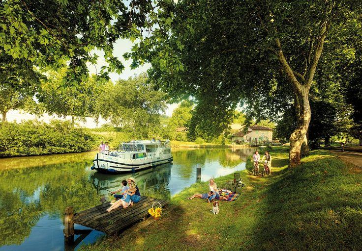 Navigation sur le canal du midi Par CRT Midi-Pyrénées / Dominique VIET #TourismeMidiPy #MidiPyrenees #France #Fluvial #Bateau #Peniche #CanalMidi #CanalduMidi