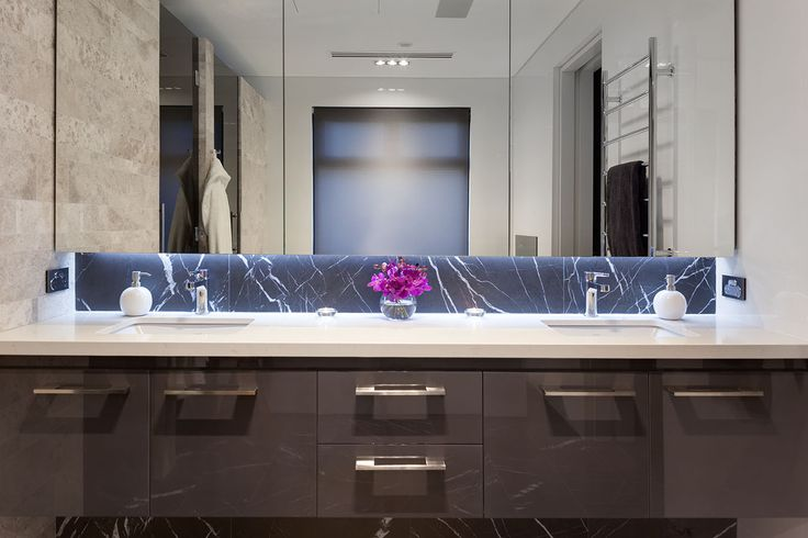 Floating vanity with great storage including mirrored overhead cabinetry by Urbane Projects, Perth