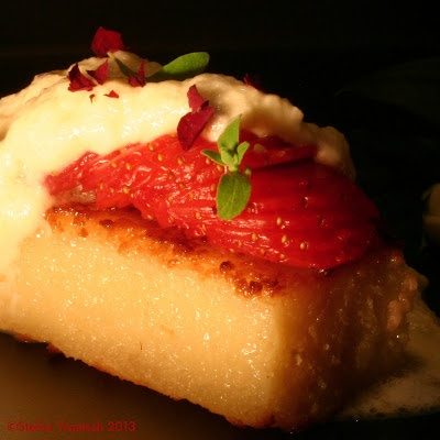 The creamy softness of fried semolina porridge, the golden sweetness of wild honey, the smooth milkiness of white chocolate and the comforting perfume of roses ... there's nothing more the plump young Strawberry could wish for to fall asleep peacefully. But only... http://freshheit.blogspot.com