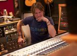Keith Urban answers fan questions, explains claw marks