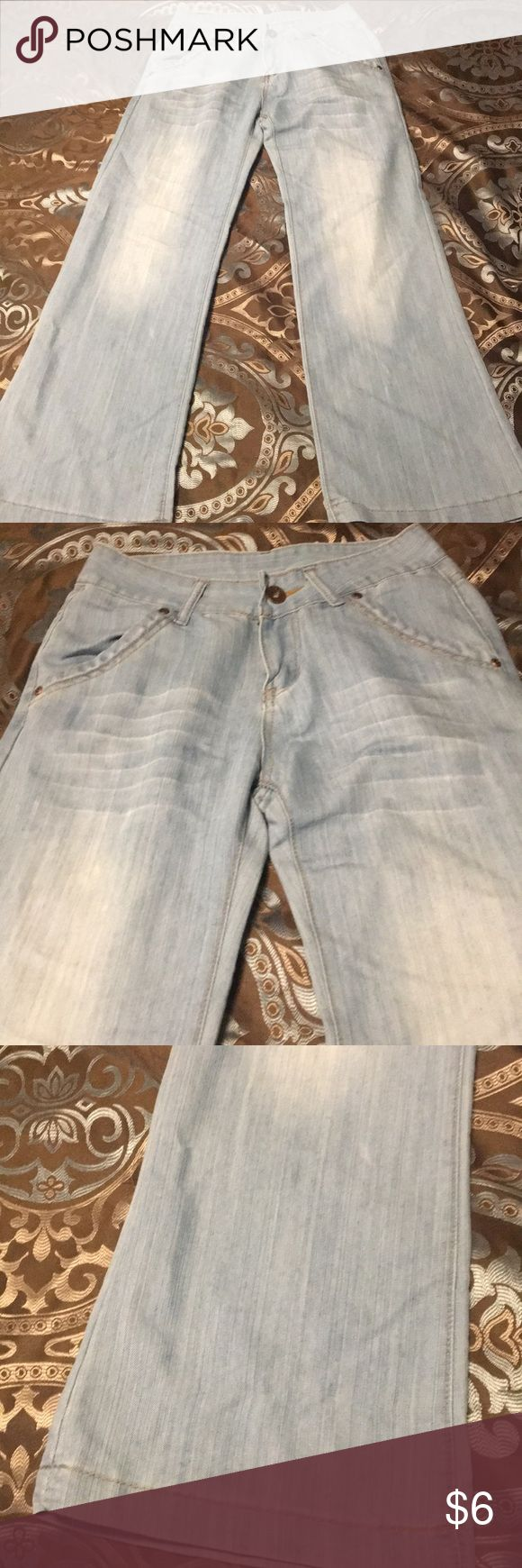 Size 3 wide leg light denim jeans Only been worn twice. So they are in great condition. No signs or wear or stains. Really light weight material. Fits snug in waist and then flares out. Really comfortable pants. Geep Miley Pants Wide Leg