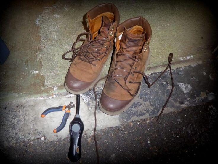 Des lacets de moto chauds bouillants – Des lacets de moto chauds bouillants? C'est possible, et pour pas cher ! Les lacets motards, la répa ! Voici un post qui va au plus profond des préoccupations quotidiennes du motard. Les gens qui doivent m'envoyer des bafouilles pour les posts à venir ont trop de taf pour m'écrire. Alors j'en profite pour me faire un bon... #boots #bricolage #équipement