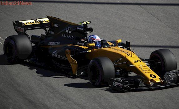 Jolyon Palmer suffers a dent to car and ego at Russian Grand Prix