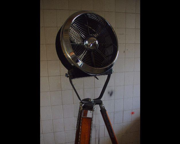Stehlampen - alter Fan auf einem Ständer - ein Designerstück von adarus bei DaWanda