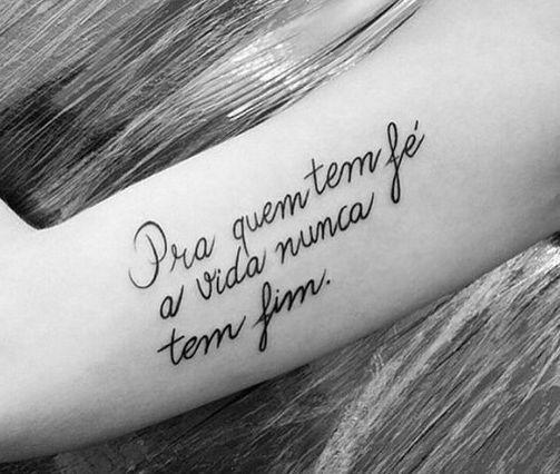 Tatuagens de música para te inspirar a fazer uma (ou várias) em 2020 | Tatuagem, Tatuagens escritas femininas, Frases para tatuagem