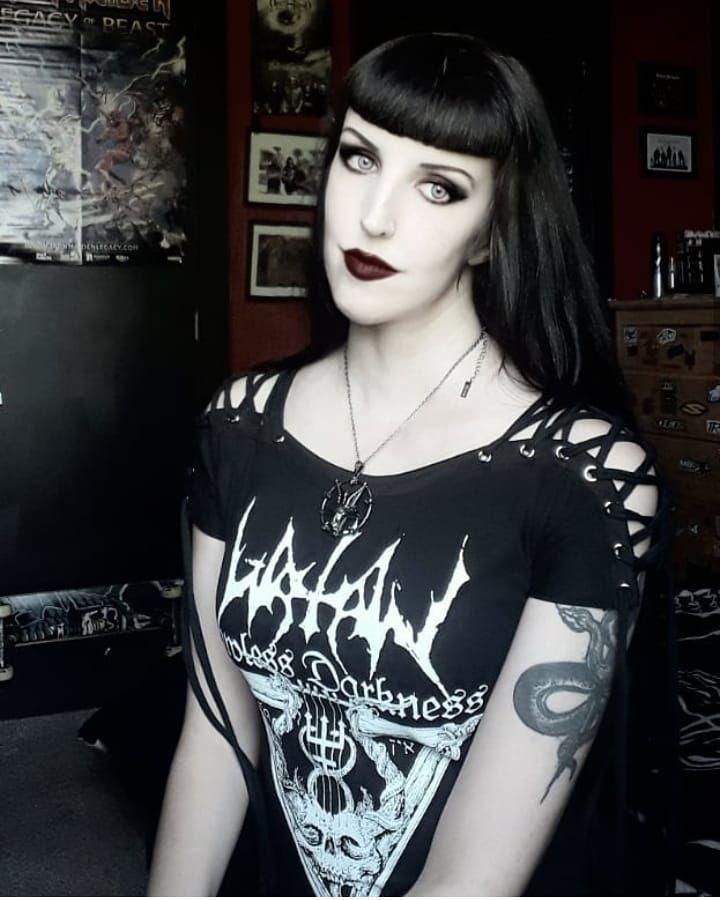 Girl black instagram metal 18 Black