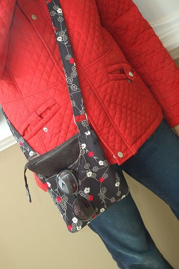 Cross Body Shoulder Bag TUTORIAL... a small zippered cross body bag, perfect for the times you just need a few items and your hands free ~Nissa Made on Sew Mama Sew