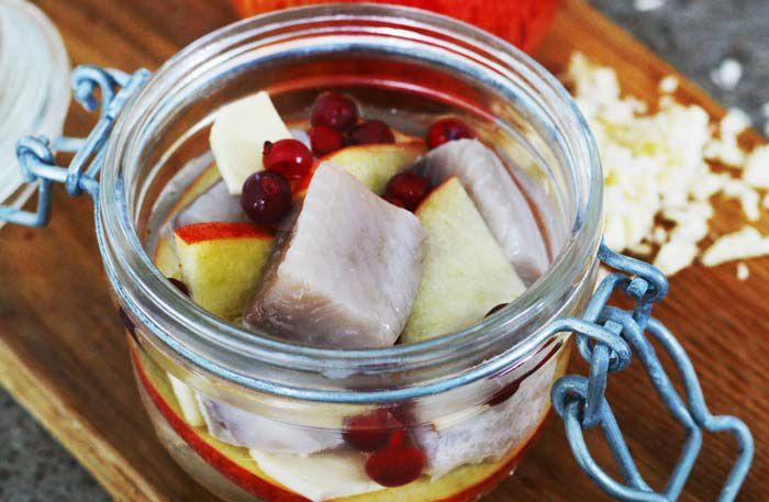 Äppelsill med pepparrot och lingon