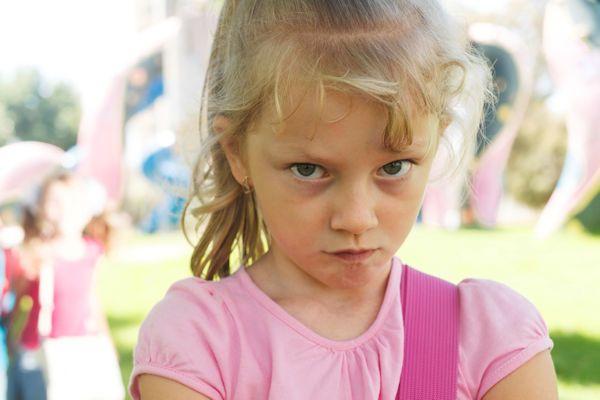 """De 5-jarige Lieke van der Wouwe uit Aalsmeer heeft aangegeven """"nu echt klaar"""" te zijn met de meidengroep K3. De radicale beslissing volgt op de pikantefoto die voormalig K3-zangeres Josje Huisman plaatste op Instagram. Josje Huisman plaatst na haar vertrek uit K3 regelmatig gewaagde foto's op het internet. Op de meest recente foto draagt Huisman slechts een miniscule slip. """"Ongehoord [...]"""