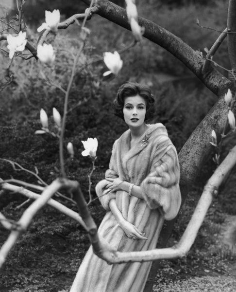 Gitta Schilling wearing a fur coat by Berger, photo by F.C. Gundlach, Frankfurt 1957