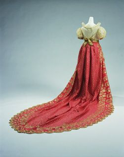 Women's Empire Dress, some consisted of long trains. c. 1820 Kyoto Costume Institution
