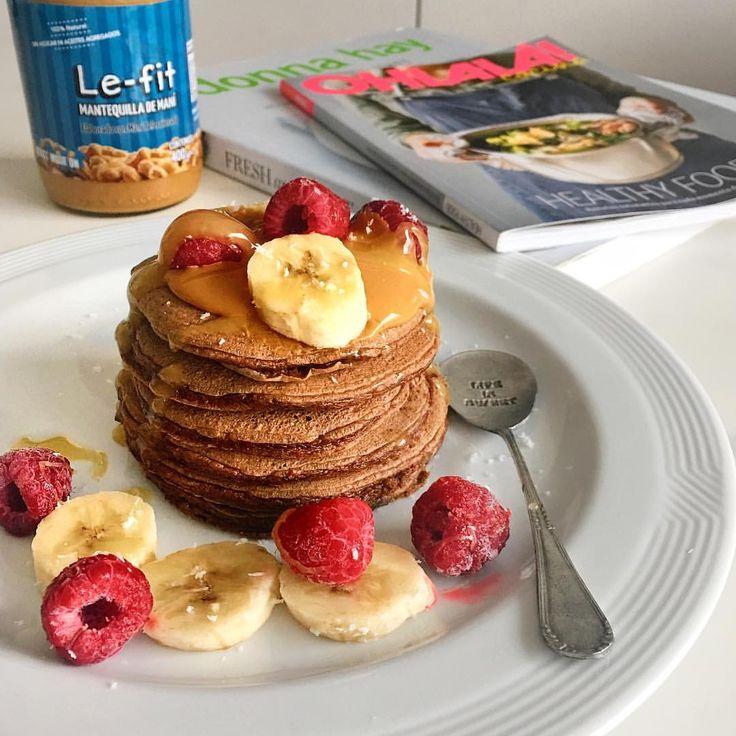 """1,338 Me gusta, 18 comentarios - THB by Flor Fernández (@thehealthyblogger) en Instagram: """"BUEN DIA!!!! 💞🙌🏻🔝 Miren que rico mi desayuno 🤤 🍫🍫PANCAKES DE CHOCOLATE 🍫🍫 •Para una porción,…"""""""