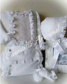 Conjunto bebé blanco de Canastilla Artesanal