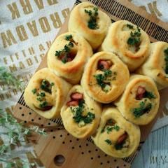 佐野未起さんの濃縮コーンスープでコーンパン 扱い易い生地です。ピザタイプのパンのベースに...