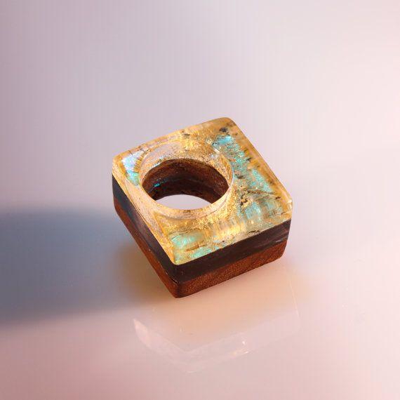 Anello quadrato in legno e resina con foglia di SPhandmadejewelry