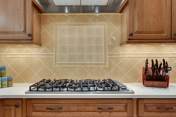 Great Focal Point In Backsplash Of Traditional Kitchen In
