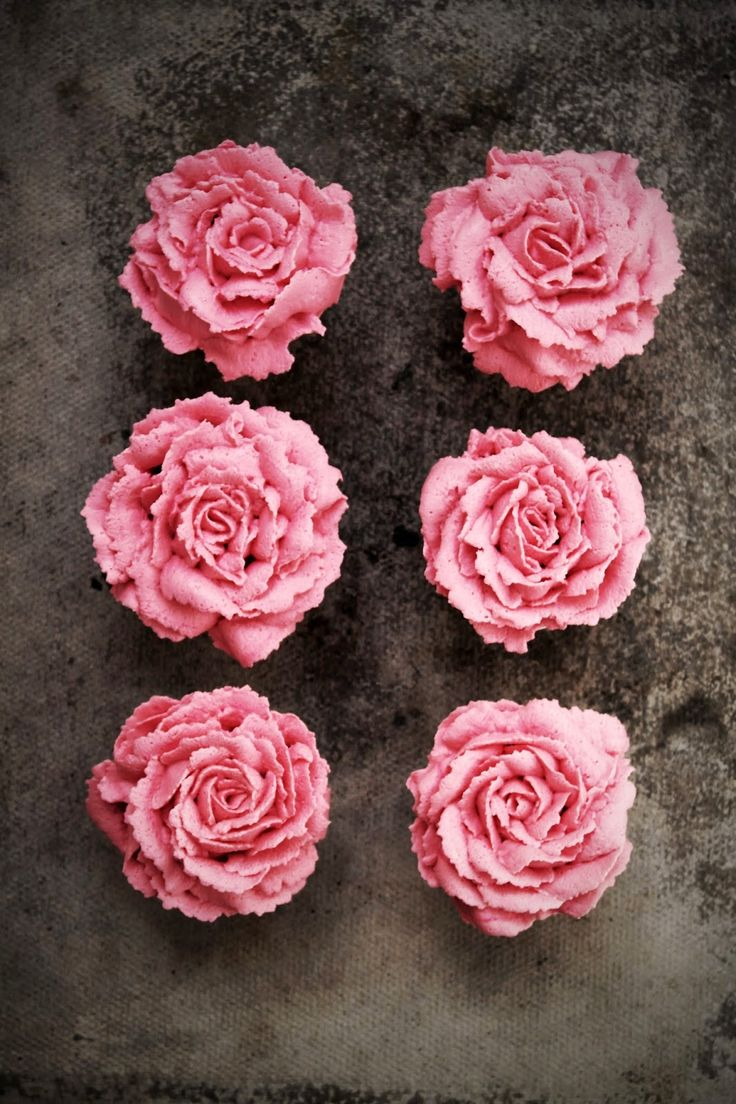 Gorgeous raspberry and white chocolate flower cupcakes, with step-by-step tutorial | by Twigg Studios