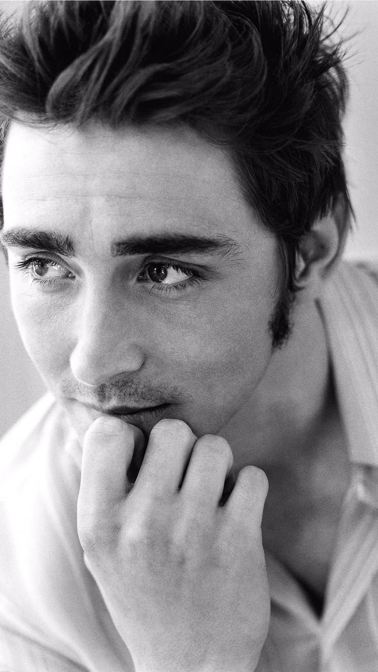 Lee Pace. Tap image for more Male Celebrities wallpapers. - @mobile9 | Hottest men stars, iPhone backgrounds, black and white