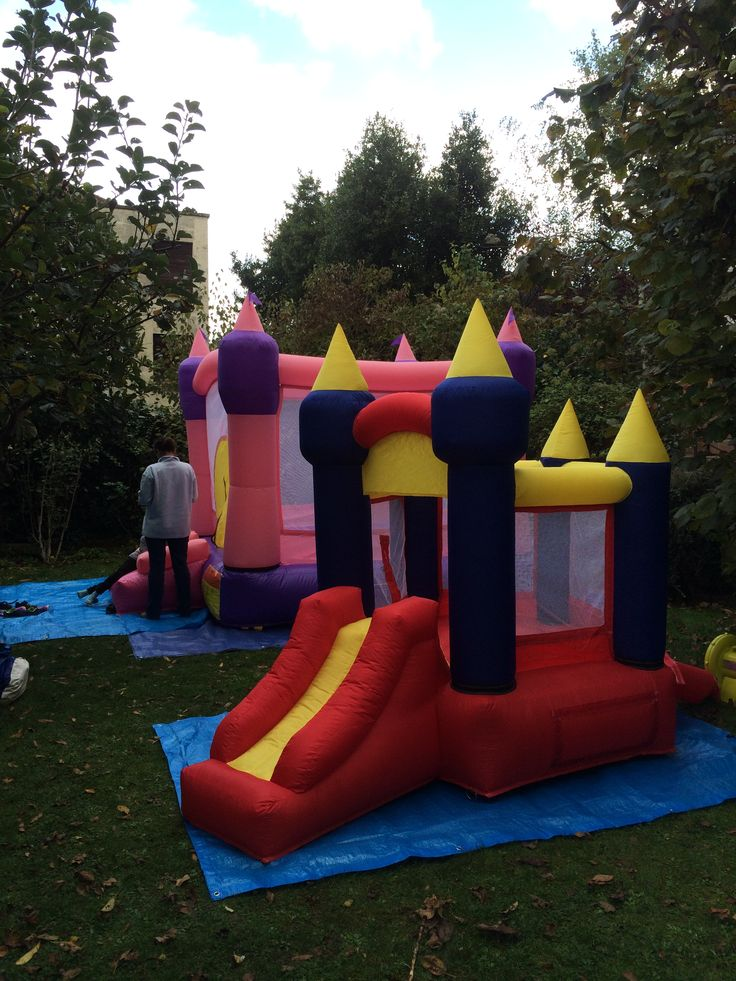 le chateau princesse (http://aircastle.fr/chateaux-gonflables/15-location-chateau-gonflable-le-chateau-princesse-aircastlefr.html) et le baby chateau en action !
