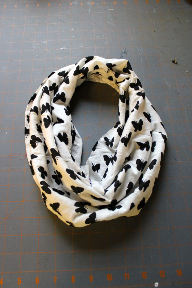 DIY: No-Sew Infinity Scarf  (The easiest circle scarf you will ever make)