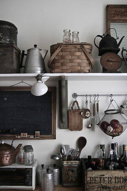 Materiales y utensilios en exhibición requieren orden y absoluta limpieza pero sobre todo añaden el toque rústico a la cocina.