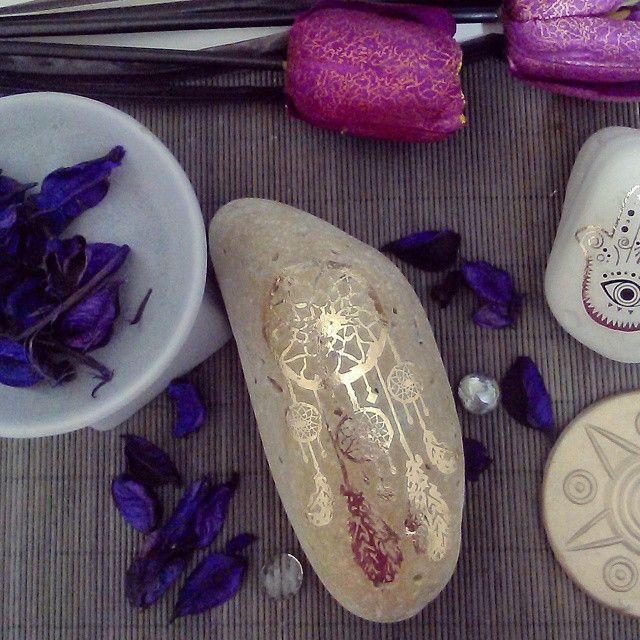 #dreamcatcher #decorative #decorationidea #creative #stoneart #metallic #boho #hipster #inspiration #hennainspire #potpourri #purple #lust #tulips #pink #wild