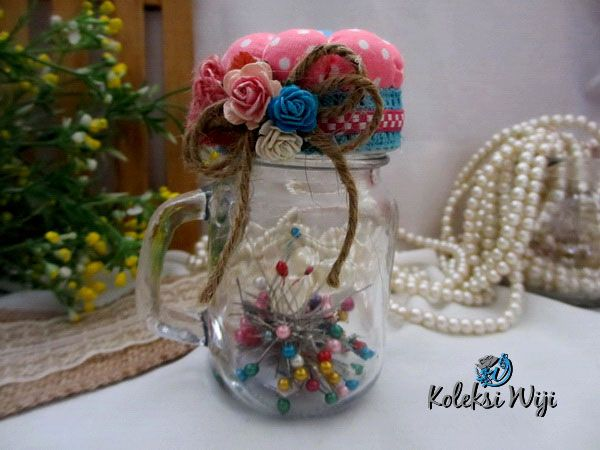 http://koleksiwiji.com/product/eve-pincushion-jar-plus-pins Eve Pincushion Jar Plus Pins Size : Panjang jar 10 cm Diameter jar 5 cm panjang jarum pentul 4 cm Colours : seperti gambar Materials : Glass jar, fabrics, pins, and artificial flowers  bantal jarum, jarum pentul, koleksiwiji, pincushion, tuspin jar -  - #BantalJarum, #JarumPentul, #Koleksiwiji, #Pincushion, #TuspinJar -