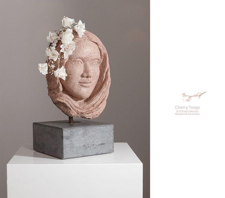 Copricapo da sposa, merletti fatti a mano fiori pettine - stile Penelope di JonidaSmakaj su Etsy https://www.etsy.com/it/listing/216289377/copricapo-da-sposa-merletti-fatti-a-mano