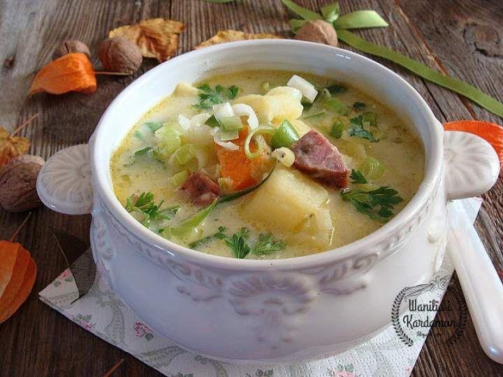 Zupa ziemniaczano-porowa z kiełbasą podsuszaną