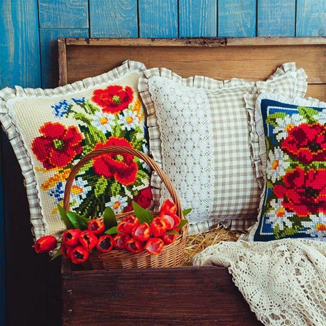 """Набор подушек """"Летние цветы"""" с ручной вышивкой от Наталии — работа дня на Ярмарке Мастеров. Магазин мастера: kaanni.livemaster.ru #handmade #embroidery #crossstitch #homedecor #cushion #pillow #poppies #livemaster #ярмаркамастеров #ручнаяработа #вышивка #ручнаявышивка #подушки #декор #длядома #интерьер"""