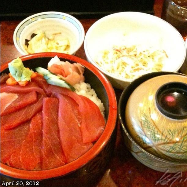 本当は漬け丼を食べたかった、そしてシャリはパサパサな一本槍の鉄火丼。 #tekkadon #sushi #japanese #food #philippines