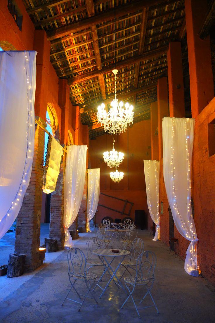 Corte Dei Paduli - wedding location - Reggio Emilia, Italy. Allestimento luminoso del portico della barchessa.
