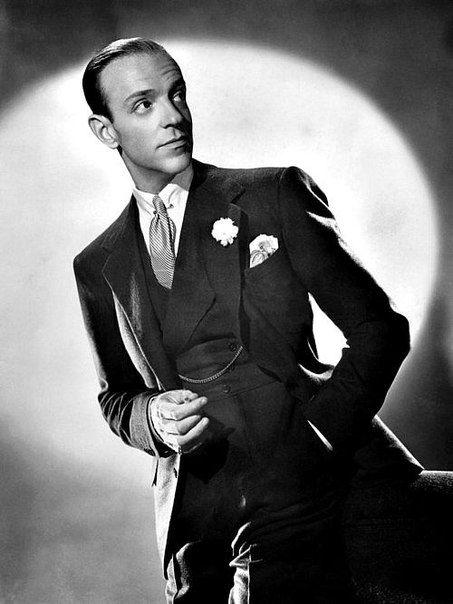 10 мая 1899 года родился Фред Асте́р (настоящее имя Фредерик Аустерлиц) - американский актёр, танцор, хореограф и певец, звезда Голливуда, один из величайших мастеров музыкального жанра в кино. Его театральная и кинематографическая карьера охватывает пери