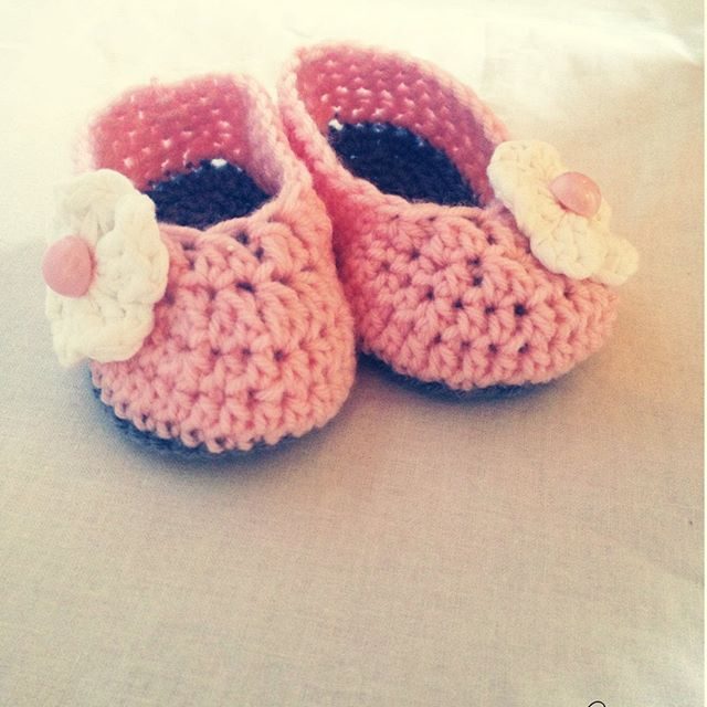 Вязаные пинетки для девочек. Очень популярная вязаная обувь для малышей. Вязаные пинетки станут оригинальным и запоминающимся подарком на рождение ребенка. Мама малыша будет в восторге! ____ Размеры 6 - 12 месяцев - 10,5 см. Цвет розовый. Состав 20% шерсть, 80% акрил. Ручная стирка при 40 гр. Цена 250 рублей. ____ пинетки крючком #пинетки для новорожденных#пинетки вязаные #пинетки для девочки #пинетки в подарок #пинетки для малыша#пинетки детские #пинетки для мальчика #Вязание…