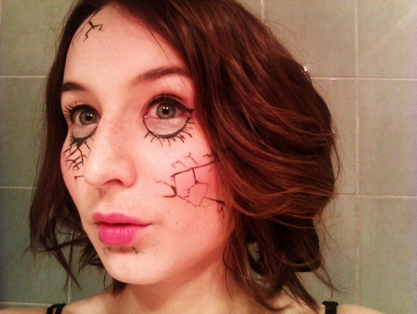 Maquillage de poupée cassée pour Halloween, inspiré par http://bubblemakeup.blogspot.fr/