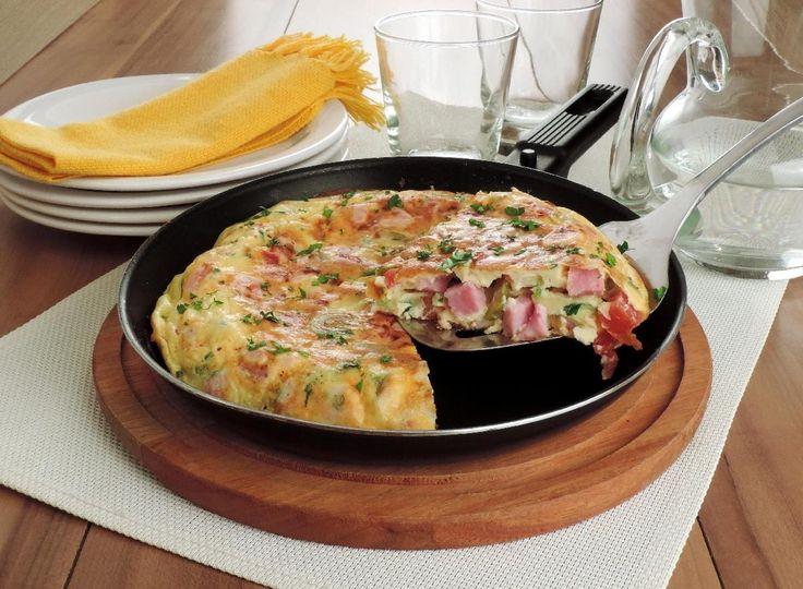 Tempo: 30min Rendimento: 1 Dificuldade: fácil Ingredientes: 1 colher (chá) de azeite 5 ovos 3 colheres (sopa) óleo 2 colheres (sopa) rasas de farinha de tr