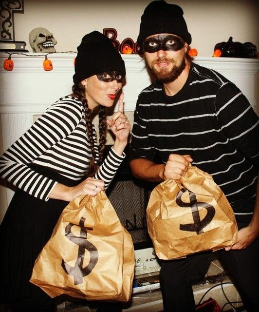 our easy, last minute DIY burglar costumes